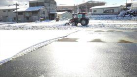 軽トラ市会場の雪かき