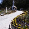 大川地区慰霊碑の花壇