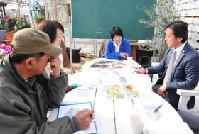 趣味の園芸講師の岡井路子さんと打ち合わせ