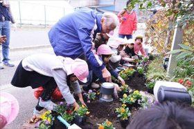 仙台市バンビの森保育園で花壇づくり支援